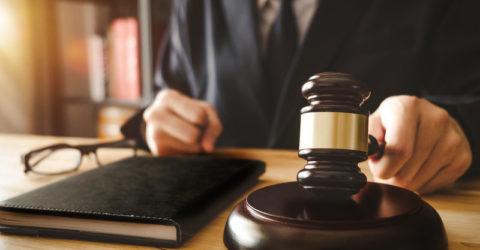Juge marteau décision de justice