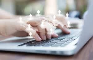 main clavier ordinateur travail en réseau